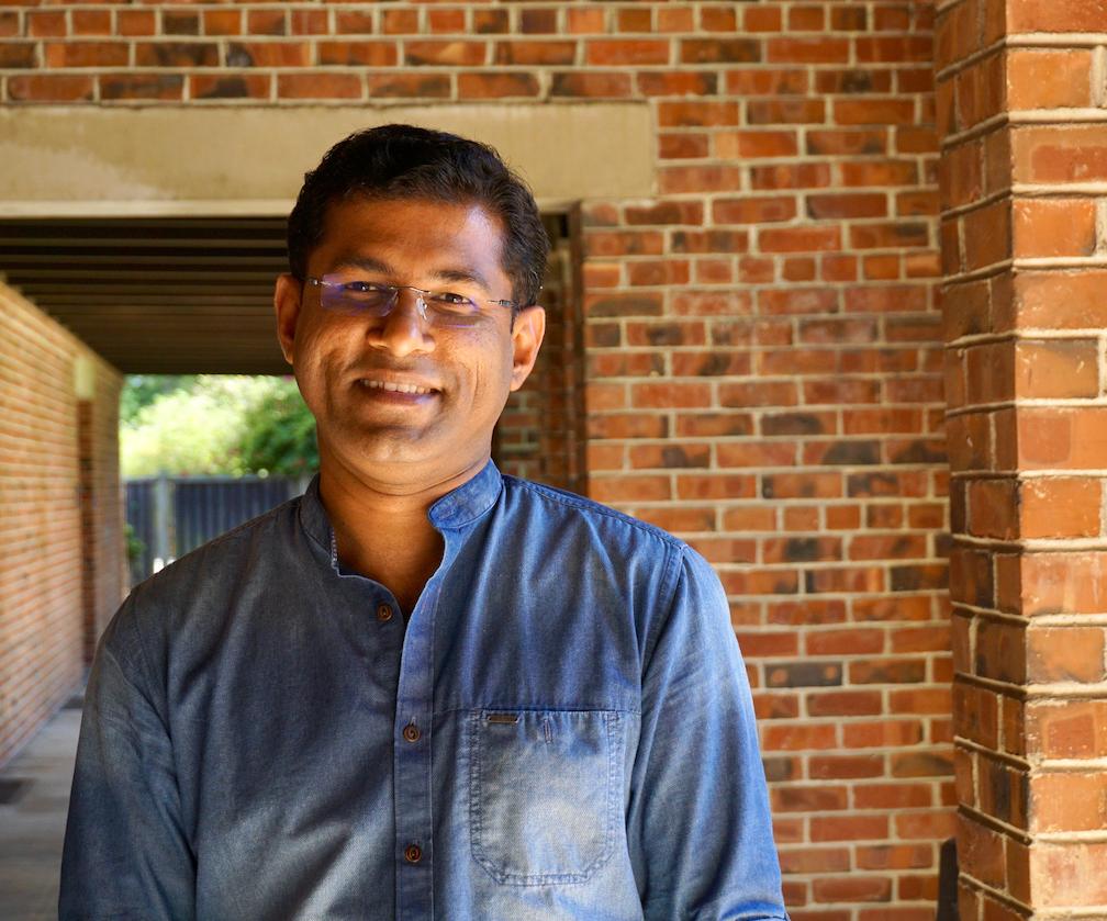 Praveen Vayalamkuzhi Headshot